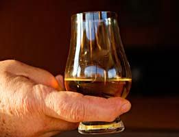 hand whiskyglas